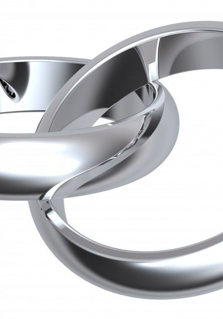 two-silver-wedding-rings-isolated-on-white_z1R1Pbi_